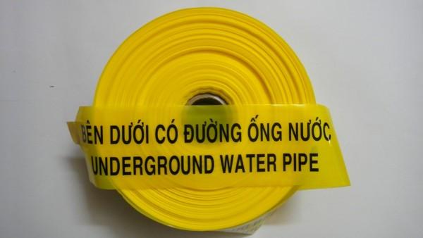 Băng cảnh báo bên dưới có ống nước